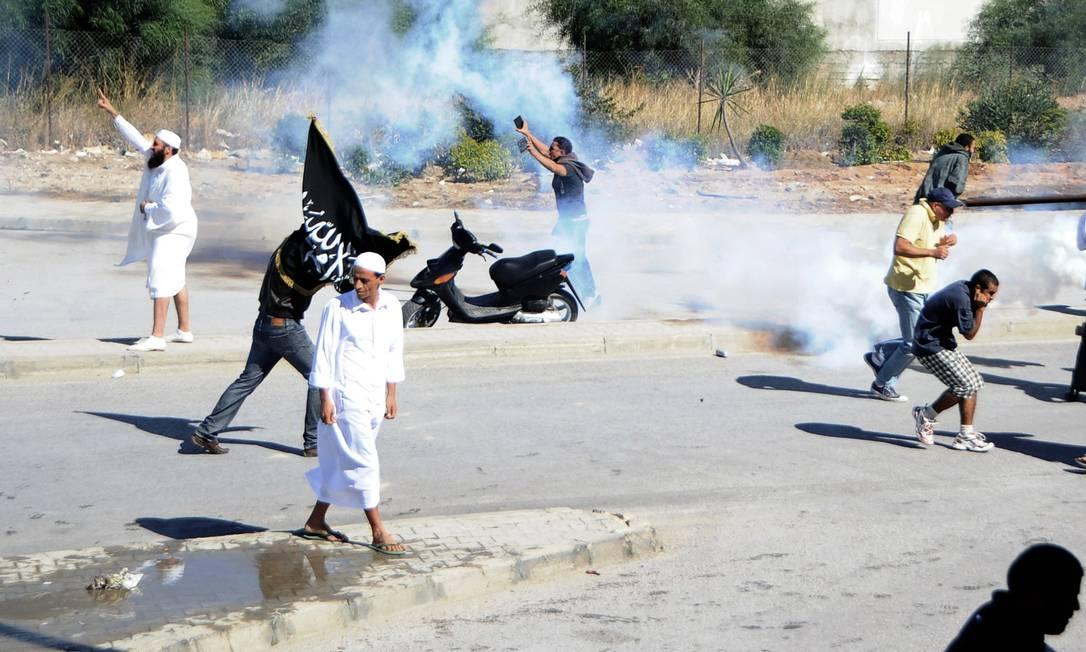 No Iêmen, a embaixada americana foi atacada e manifestantes entraram em confrontos com policiais Hassene Dridi / AP