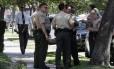Policiais de Los Angeles em frente a casa onde vive Nakoula Basseley Nakoula, que seria produtor de filme polêmico