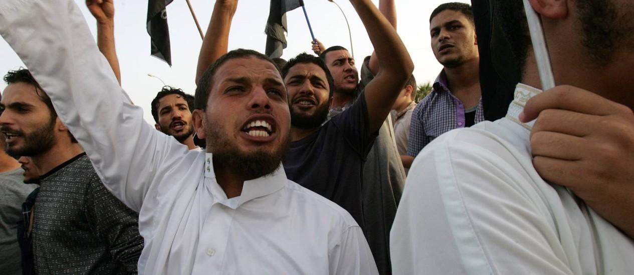 Membros do grupo islamista Ansar al-Sharia em manifestação em Benghazi Foto: AFP PHOTO/ABDULLAH DOMA