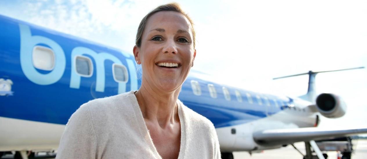 Bettina no aeroporto de Hanover: advogados conseguiram impedir imprensa de fazer insinuações sobre seu passado, mas Google resiste a atender a pedido da ex-primeira-dama Foto: AFP/10-9-2012