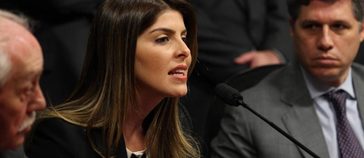Andressa Mendonça, mulher de Cachoeira, durante CPI Foto: O Globo / Ailton de Freitas