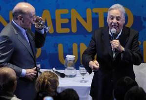 O candidato pelo PSDB à prefeitura de São Paulo, José Serra, participou ao lado do ex-presidente Fernando Henrique, de encontro com artistas e intelectuais, no Cinema reserva Cultura, na TV Gazeta Foto: Michel Filho / O Globo