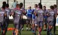 Começar de novo . Marcelo Oliveira (de boné) fala sobre o time com Gaúcho