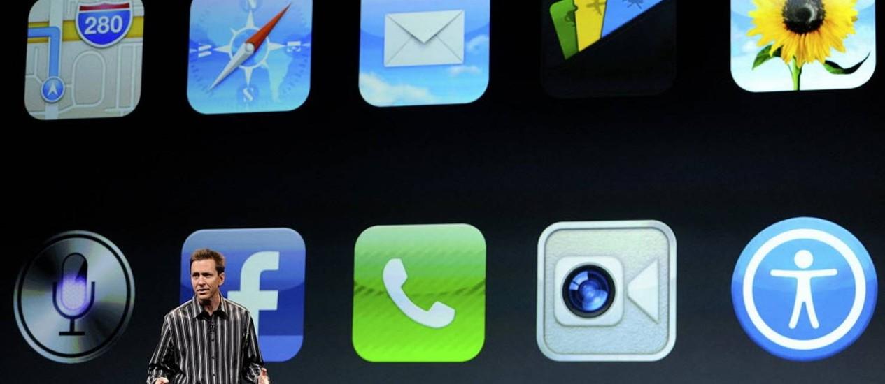 Scott Forstall, vice-presidente para o iOS na Apple, mostra novos recursos em São Francisco Foto: Bloomberg