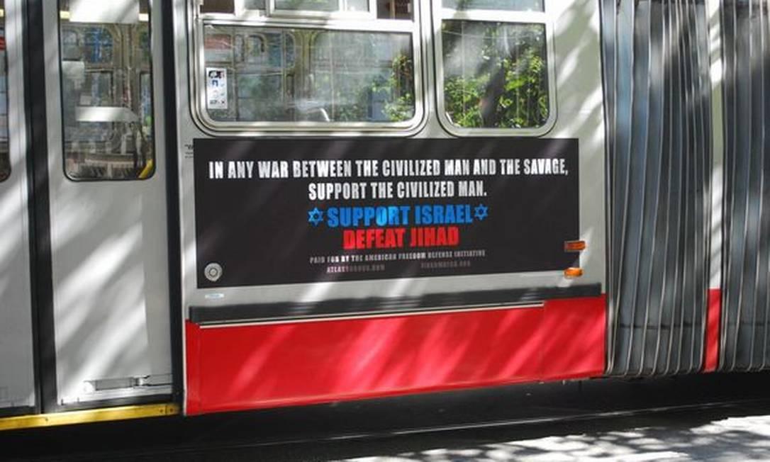 """Anúncio no sistema de transporte de São Francisco, e que será colocado no metrô novaiorquino: """"Numa guerra entre o homem civilizado e o selvagem, apoie o civilizado. Apoie Israel, enfrente a Jihad Foto: Reprodução de site"""