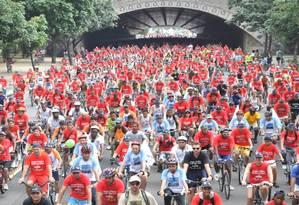 Multidão pedalando. Um dos eventos realizados ano passado pelo Dia Mundial sem Carro, com ciclistas atravessando o Túnel Velho em direção a Botafogo. Foto: Divulgação/dia sem carro