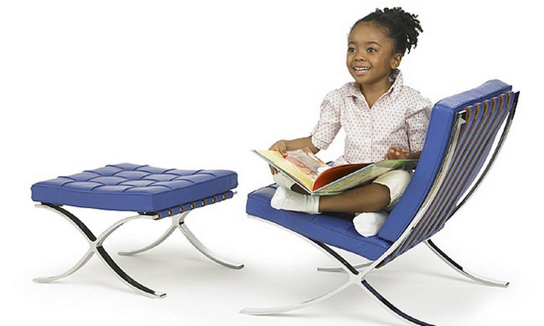 Criada por Mies Van Der Rohe, a cadeira Barcelona foi apresentada na Feira Internacional de Barcelona em 1929. Foi desenvolvida para a Knoll Kids Reprodução internet