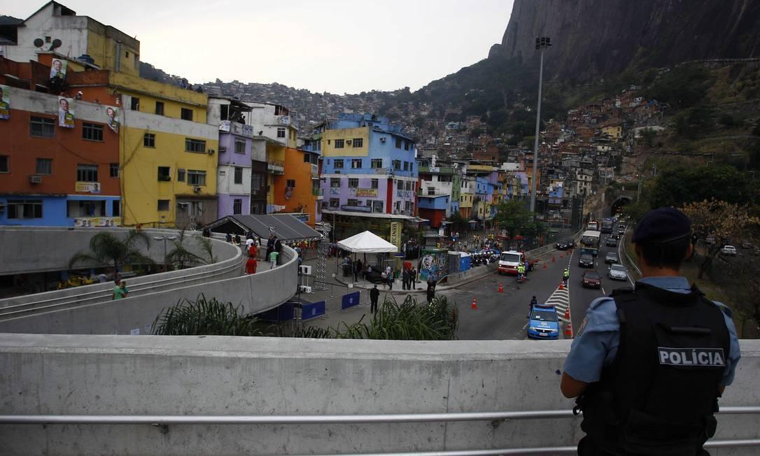 Vista da Rocinha a partir da passarela sobre a Lagoa-Barra Foto: Pablo Jacob / O Globo