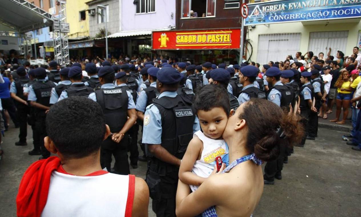 A cerimônia foi acompanhada pelos moradores Foto: Pablo Jacob / O Globo