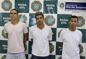 Polícia apresenta mais dois envolvidos na morte de seis jovens em Mesquita Foto: Urbano Erbiste / Extra