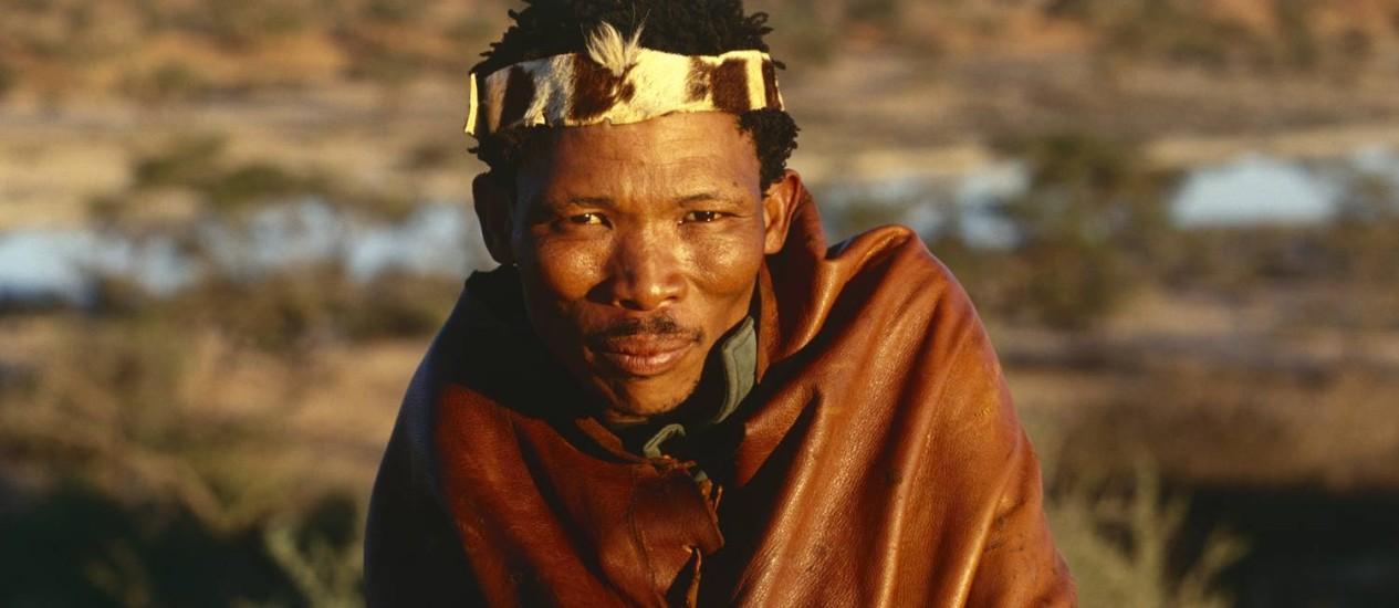 Um homem da tribo San, da África do Sul: estudo genético confirma que se trata do grupo mais antigo, descendente direto dos primeiros humanos modernos Foto: Latinstock