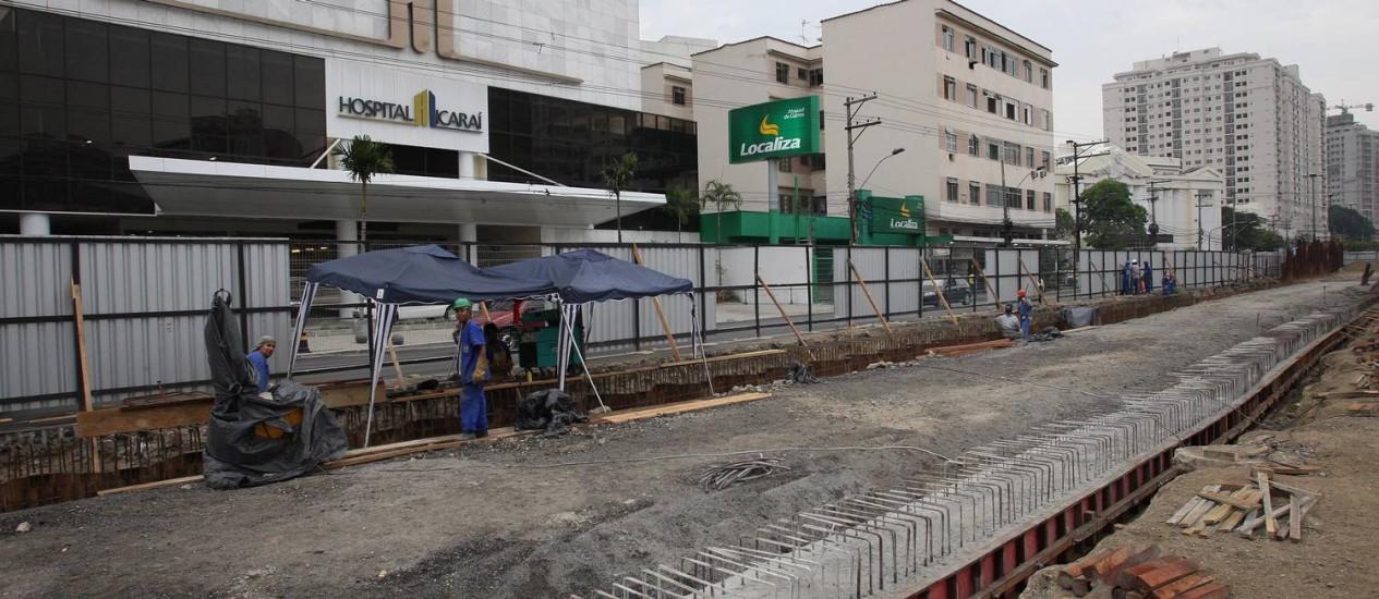 A laje superior é a próxima etapa a ser concluída; pista será exclusiva para a passagem de ônibus Foto: Márcio Alves