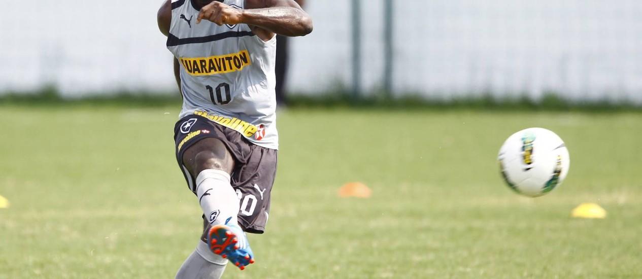 Seedorf esteve apagado em campo diante do Bahia Foto: Ivo Gonzalez / O Globo