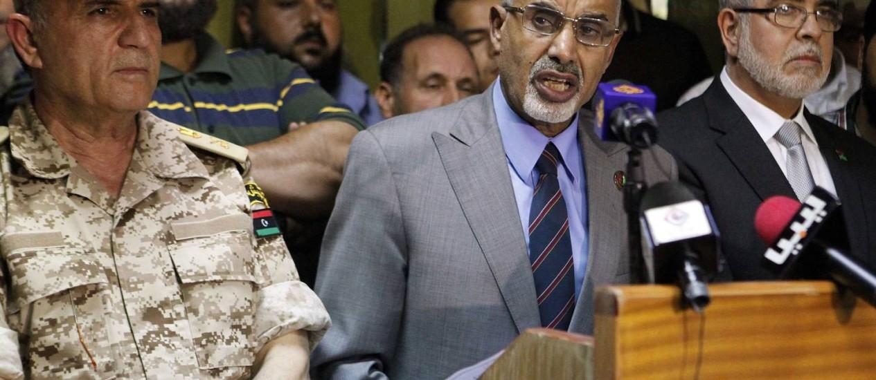 Mohammed Magarief, chefe do Congresso Nacional Líbio, anuncia decisão de dissolver milícias 'ilegais' Foto: ASMAA WAGUIH / REUTERS