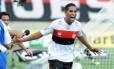 O estreante Cleber Santana fez um dos gols do Flamengo na vitória de virada por 2 a 1 sobre o Atlético-GO