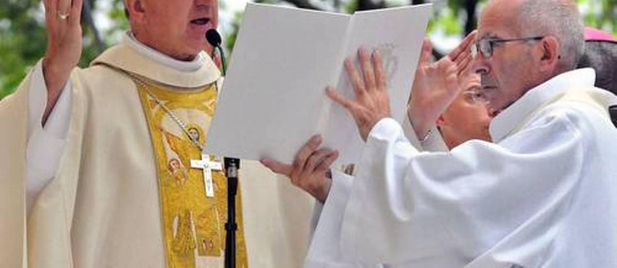 O cardeal de La Rochelle-Saintes reza missa em comemoração da Assunção de Maria, na cidade de Lourdes Foto: PASCAL PAVANI / AFP /Arquivo