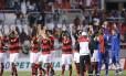 Os jogadores do Flamengo agradecem o apoio da torcida rubro-negra