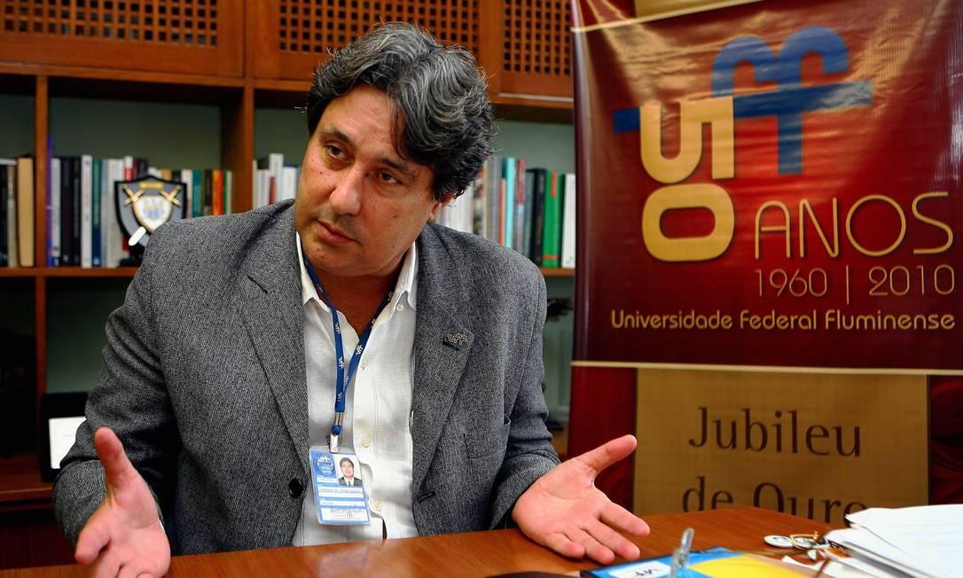 O reitor da UFF, Roberto Salles: críticas ao sistema de cotas Foto: Márcio Alves/26-05-2010