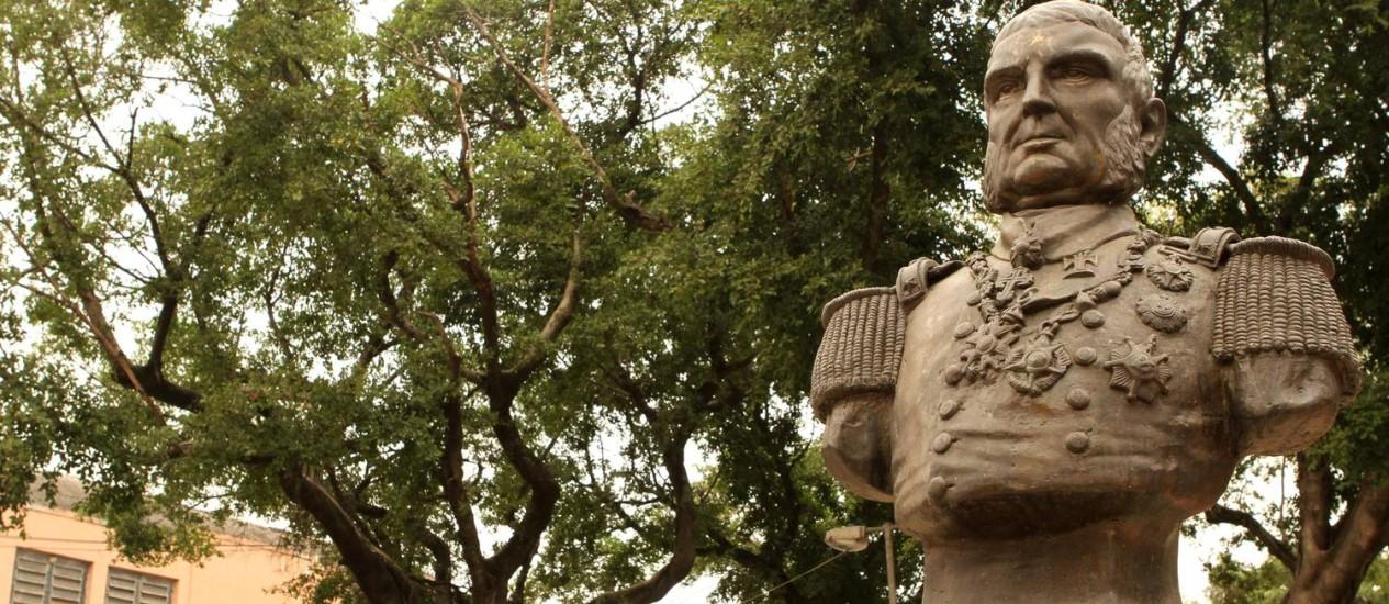Visconde de Inhaúma. Herói da Guerra do Paraguai é lembrado na Praça Vinte e Quatro de Outubro Foto: Bia Guedes
