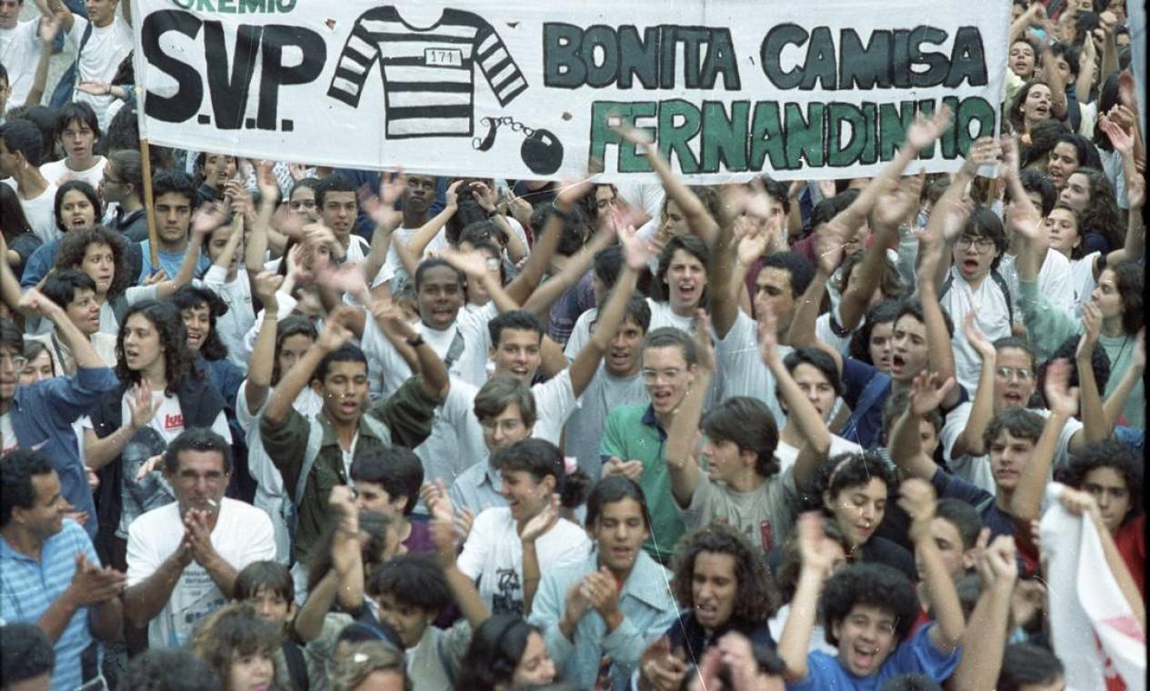 Com o avanço das investigações da CPI, tiveram início as manifestações populares pelo impeachment de Collor. Na foto, passeata no Rio Foto: Agência O Globo - Júlio Cezar Guimarães - 14/8/1992