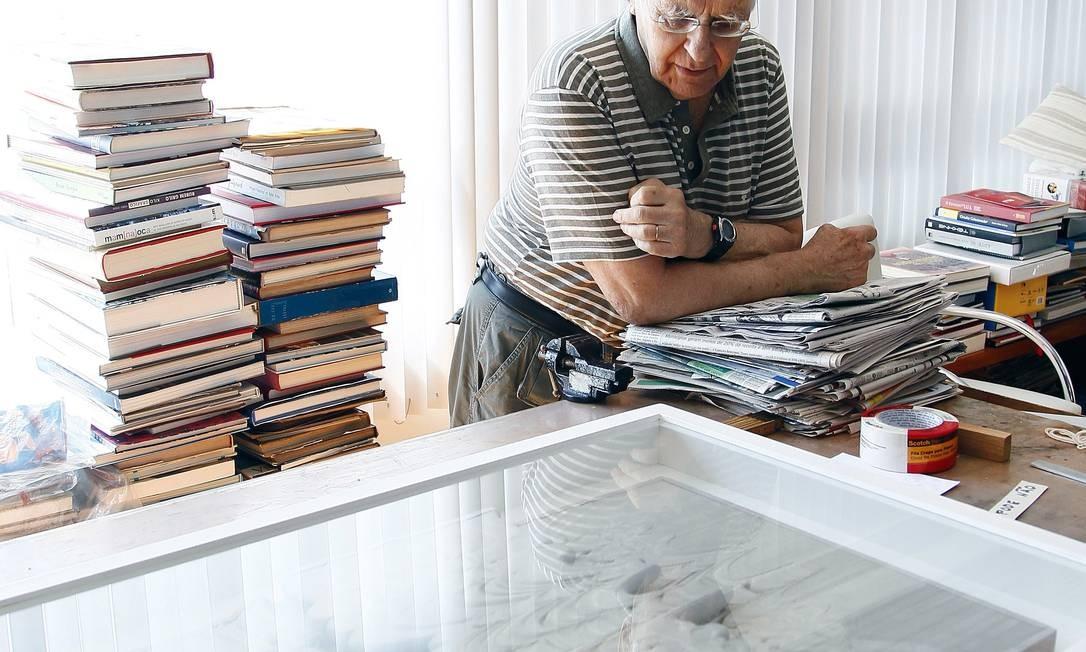 """Laureado na 1ª Bienal de São Paulo, em 1951, Palatnikem outubro vai expor em SP seus """"Aparelhos cinecromáticos"""" Foto: Leonardo Aversa / Agência O Globo"""