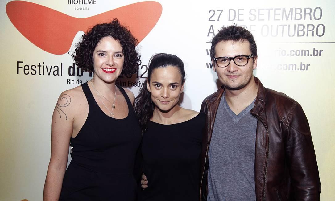 """Antes da exibição do longa, os diretores Bel Ribeiro e Ricardo Santini apresentaram o curta """"Uma vida inteira"""", protagonizado por Alice Braga Daniela Dacorso"""