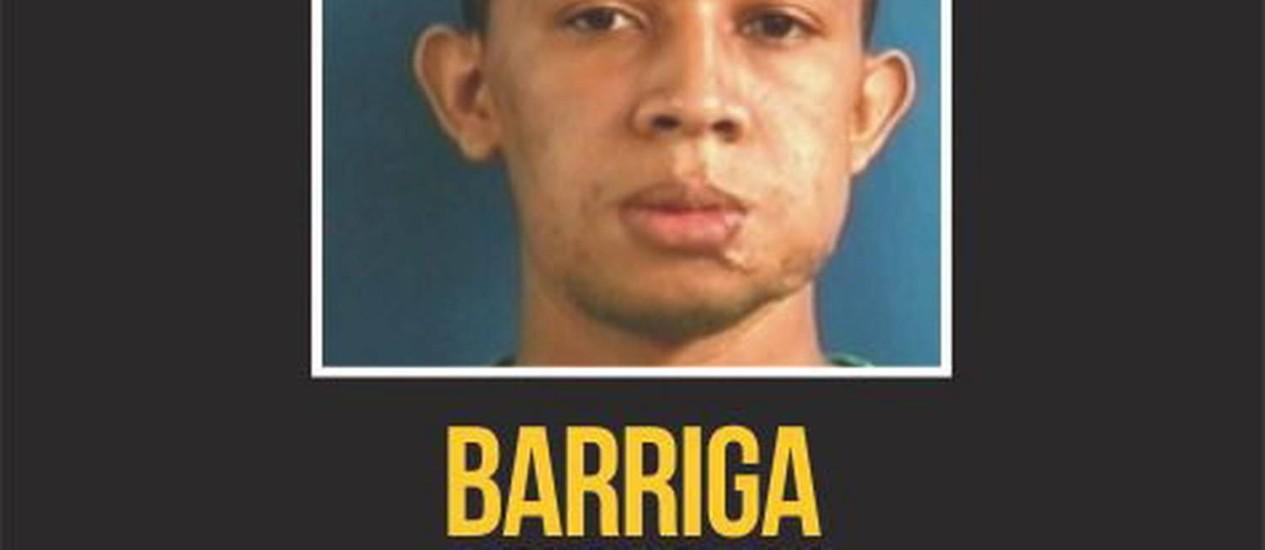 Cartaz do Disque-denúncia pedia informações sobre o paradeiro do traficante Barriga Foto: Reprodução / O Globo