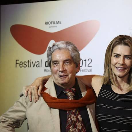 O diretor Domingos de Oliveira e a atriz Maitê Proença na exibição de 'Primeiro dia de um ano qualquer' na Première Brasil Foto: Paula Giolito / O Globo