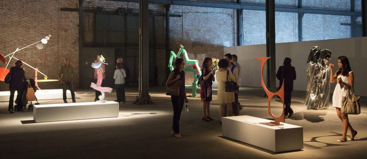 A ArtRio no domingo, dia 16: frequência maior do que a dos museus e galerias do Rio Foto: O Globo / Leo Martins