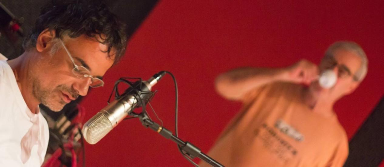 Angelo Antonio em ação, com Bigode ao fundo, em filme sobre Lucio Cardoso Foto: Divulgação