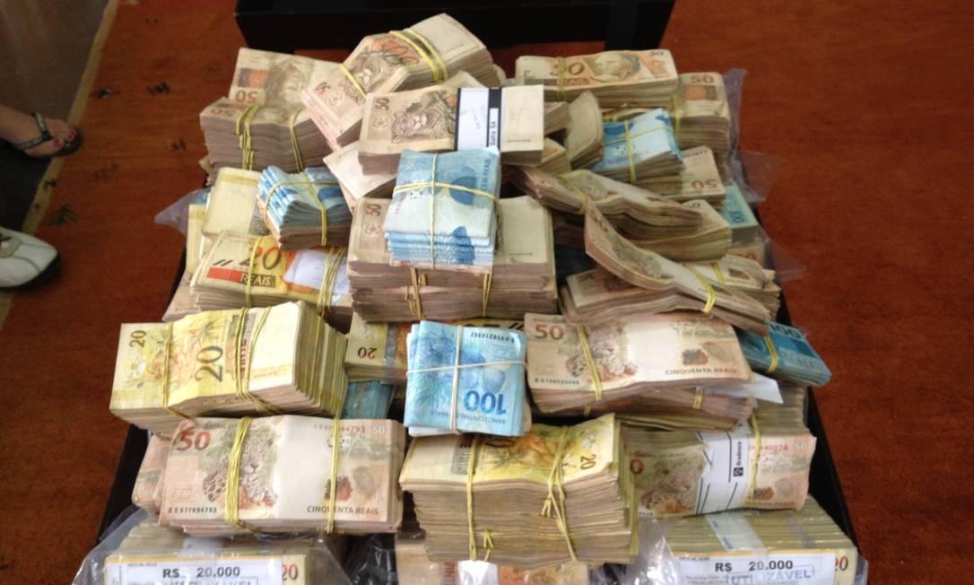 Dinheiro apreendido dentro de avião no aeroporto de Parauapebas, no Pará Foto: Polícia Civil de Parauapebas