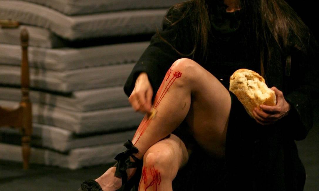 Em cena, situações que remetem a um caso de abuso sexual vivido pela própria artista durante a infância Foto: Divulgação