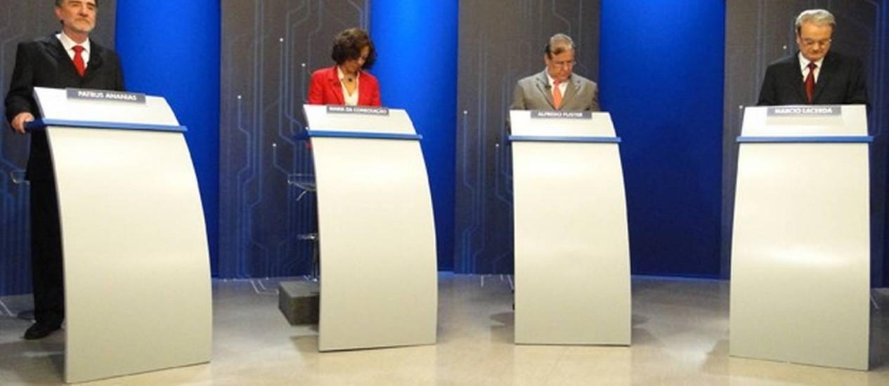 Os candidatos Patrus Ananias, Maria da Consolação, Alfredo Flister e Marcio Lacerda no estúdio da TV Globo Minas Foto: Pedro Cunha/G1