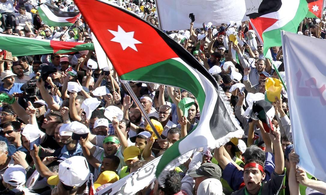 Islamistas pede nova lei eleitoral e acusam o atual sistema de prejudicar população dos maiores cidades do país Foto: KHALIL MAZRAAWI / AFP