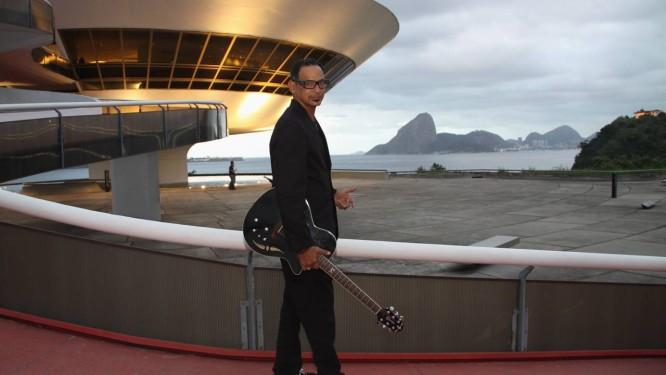 Boa fase. O cantor Claudio Zoli, no MAC. Aos 50 anos, ele prepara um álbum com músicas inéditas Foto: Paulo Nicolella