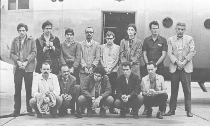 Dirceu foi preso (ele é o segundo da esquerda para a direita, em pé), mas solto após o sequestro do embaixador norte-americano Charles Elbrick, em 1969, durante a ditadura militar Foto: Arquivo