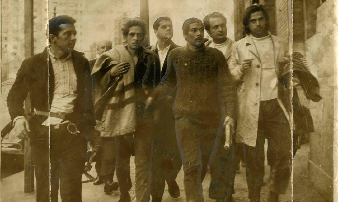 A foto de 1968 mostra Dirceu (primeiro à direita) que foi líder estudantil durante a ditadura militar. Ele participou da luta armada, foi preso político e exilado e viveu 7 anos na clandestinidade Foto: Arquivo / Agência O Globo