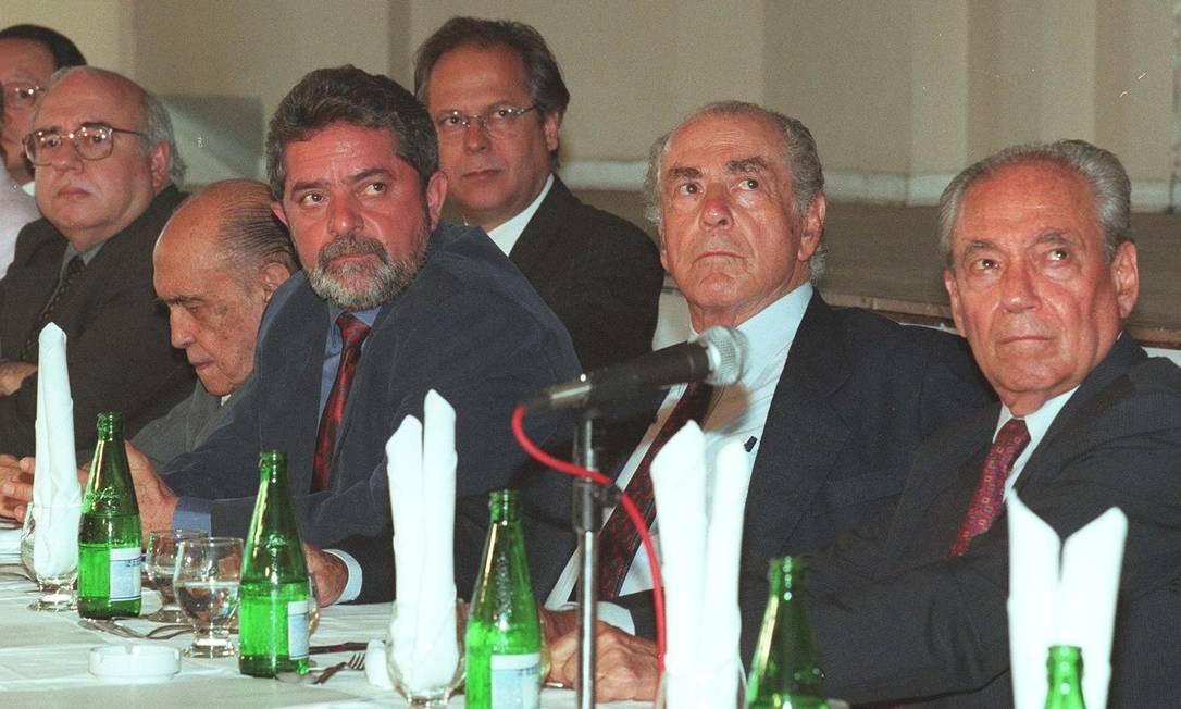 Dirceu participou de todas as campanhas presidencias de Lula. Na foto, em 1998, eles estão ao lado de Luiz Fernando Veríssimo, Oscar Niemeyer, Brizola e Waldir Pires Foto: Sérgio Tomisaki/Arquivo