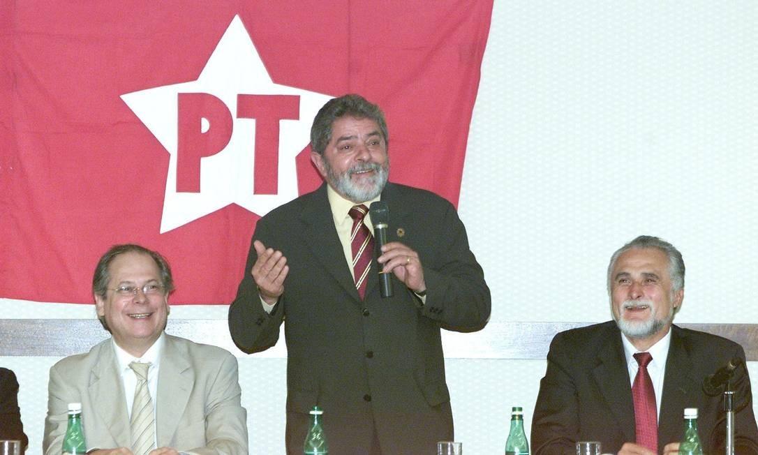 Petistas dizem que Lula insuflava o então ministro a ampliar sua base para garantir uma reeleição tranquila em 2006. Delúbio agia nos bastidores e liberava dinheiro Foto: Agência O Globo / Ailton de Freitas
