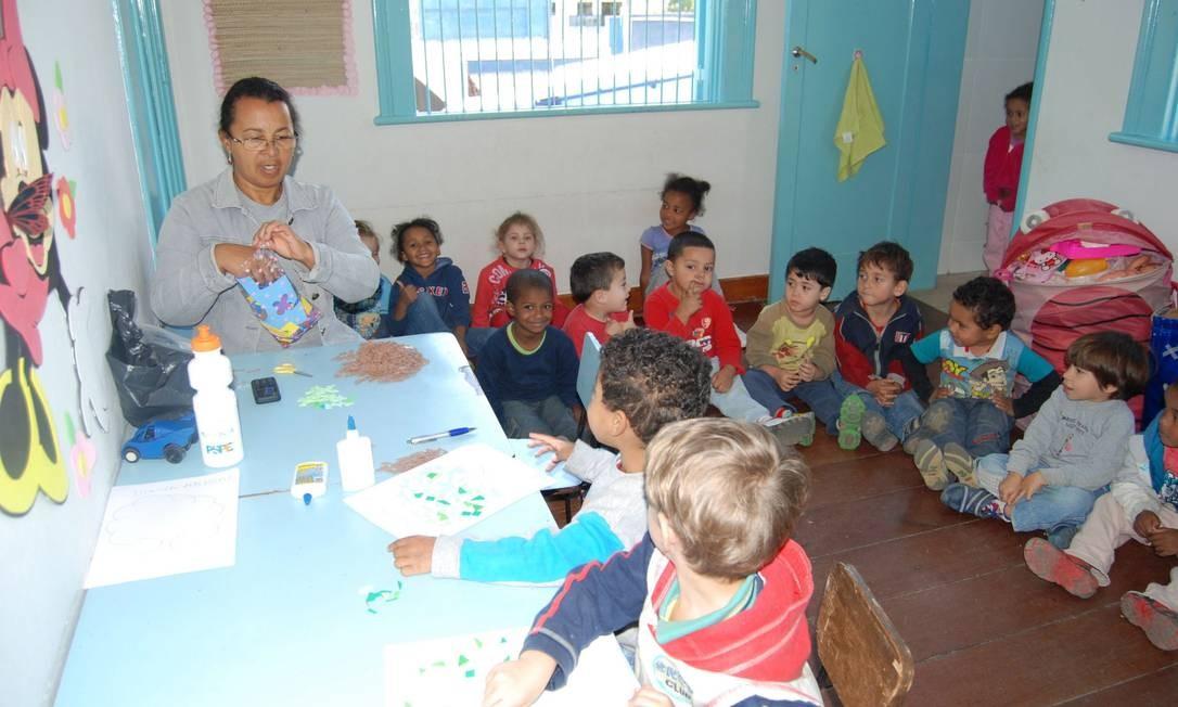 Novinha. Crianças de 2 a 6 anos participam de uma aula de artes numa das salas que foi reformada Foto: Fotos de divulgação/Adir Ramos