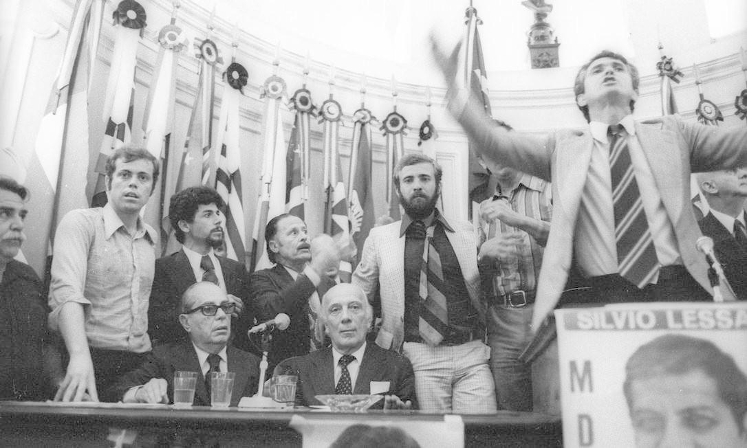 (29/10/1976) Na foto, Ulysses na Câmara dos Vereadores de Niterói, onde apoiou candidatos do MDB e foi homenageado Foto: Arquivo O Globo