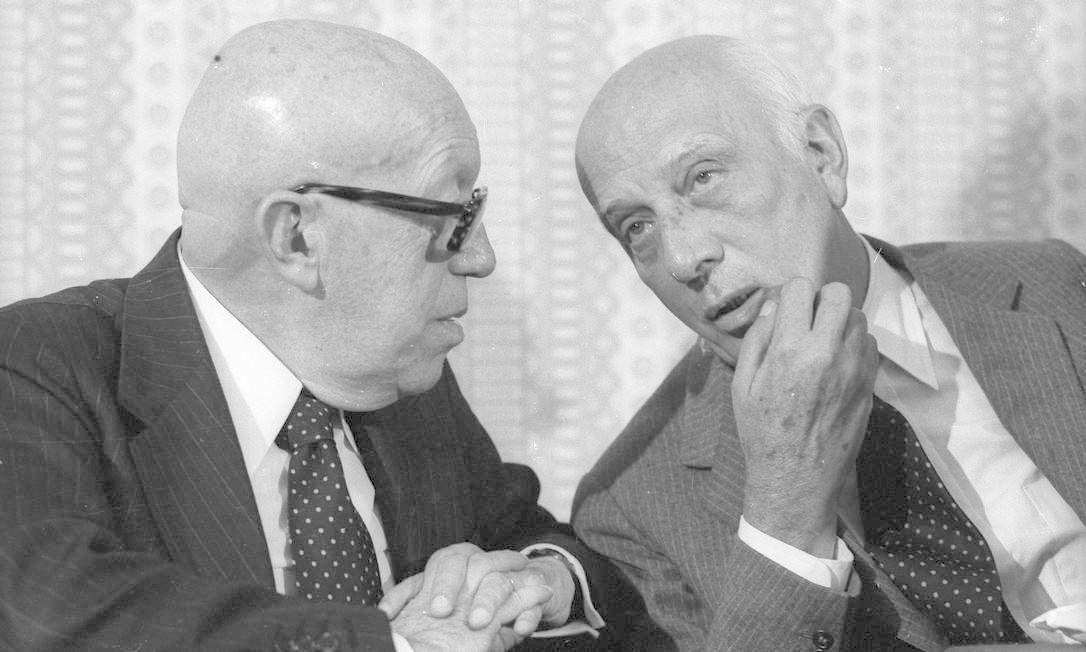 (Julho de 1978) Ulysses Guimarães conversa com o senador Magalhães Pinto Foto: Arquivo O Globo