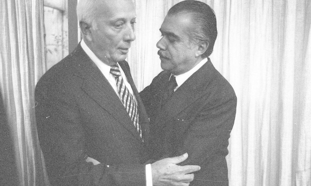 (21/08/1979) Ulysses Guimarães e o senador José Sarney se encontram para tentar ajustar as posições do MDB e da Arena quanto ao projeto de anistia Foto: Arquivo O Globo