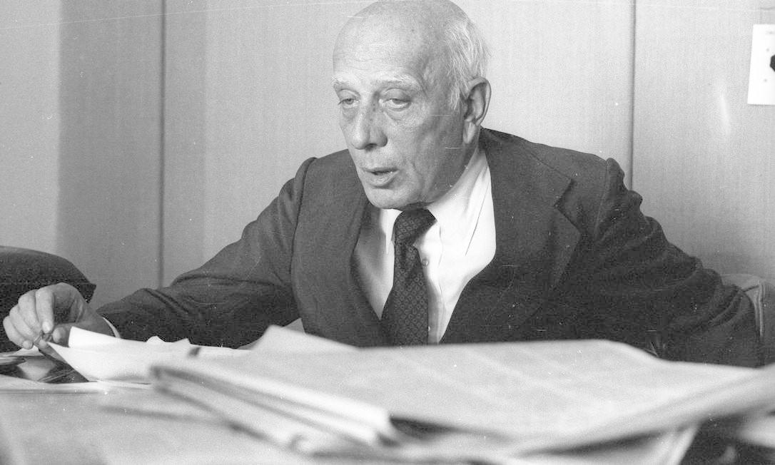 (15/09/1979) Advogado de formação, Ulysses Guimarães, segundo Nelson Jobim, tinha como uma das expressões preferidas a seguinte: 'Em política, até a raiva é combinada. Quem não leva em conta isso é amador'. Foto: Arquivo O Globo