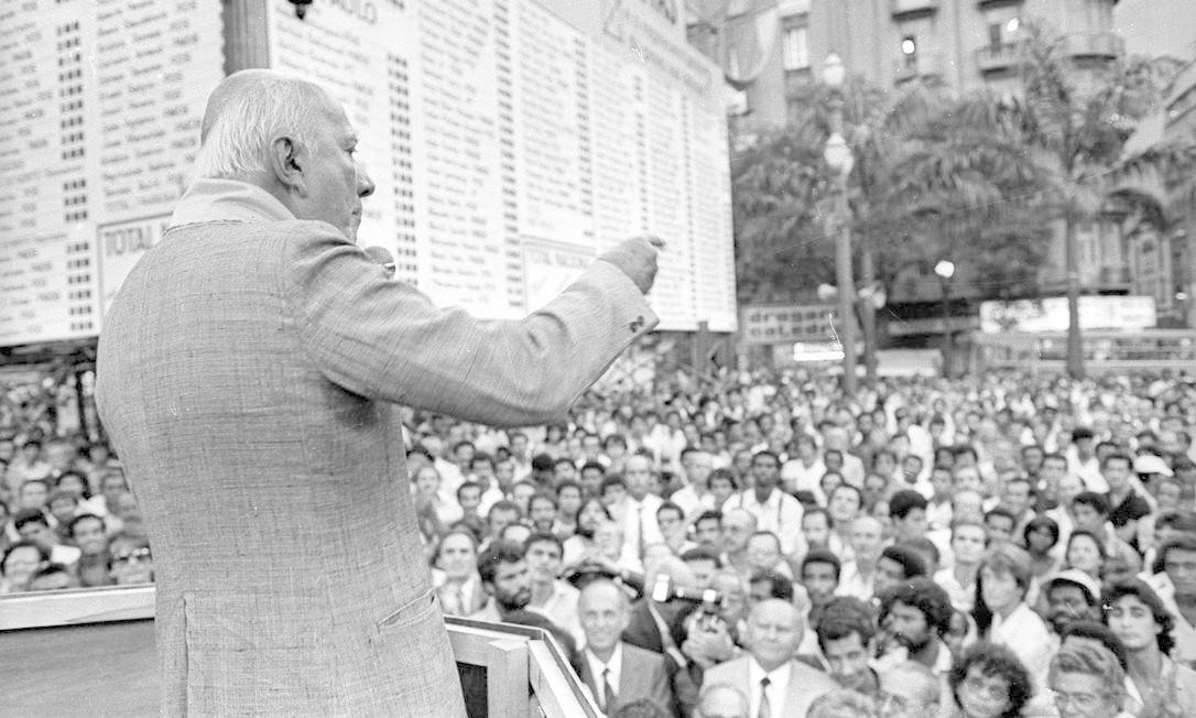 """(23/02/1984) Inauguração do """"placar das diretas"""" na Praça da Sé, em São Paulo Foto: Arquivo O Globo"""