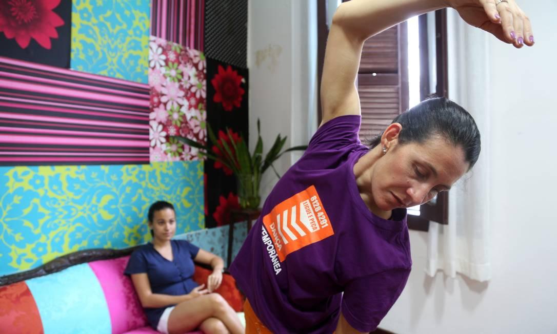 """Claudia Müller, dançarina que faz projeto """" Dança contemporânea em domicílio"""" Foto: Camilla Maia"""