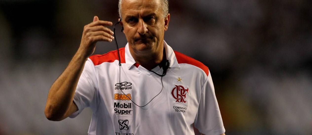 0ccff8b097 Dorival Júnior se irrita com os erros do Flamengo no empate com o Cruzeiro  no Engenhão