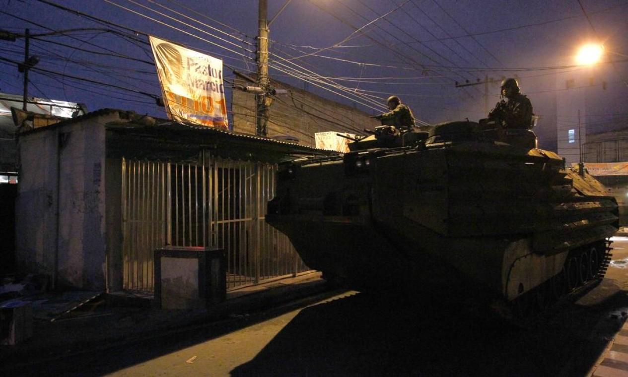 177 fuzileiros navais deram apoio logístico aos policiais que participaram da ação Foto: Pablo Jacob/ Agência Globo