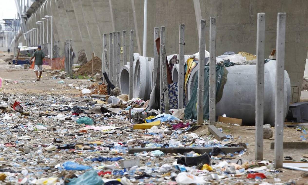 Na operação os policiais também apreenderam 104 viciados em crack e desativaram a área onde funcionava a maior cracolândia da cidade Foto: Pablo Jacob/ Agência O Globo
