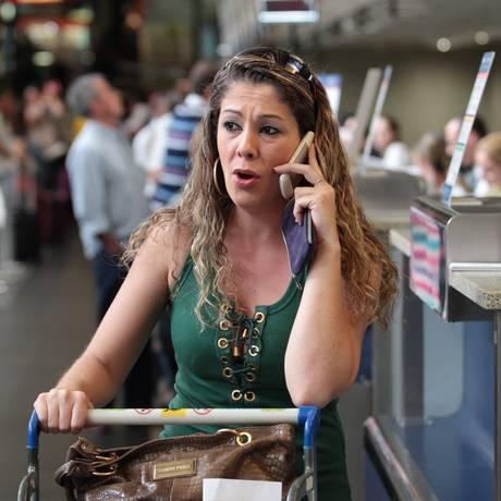 """Audrei Pires aguarda seu voo: """"Nem hotel, nem refeição, nem táxi"""" Foto: Michel Filho / Agência O Globo"""